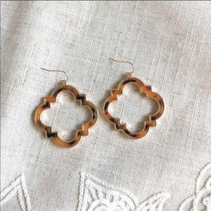 Tortoise and gold Alhambra earrings